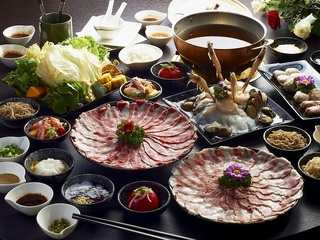 高雄【銅花精緻涮涮鍋】平日頂級松坂牛雙人套餐券