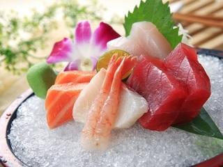 高雄【茶苑-寒軒國際大飯店(2F)】平假日午晚餐四人券(主菜+自助餐點沙拉吧)